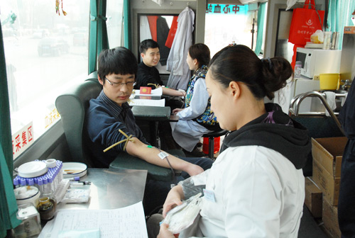 Company Youth League to learn Lei Feng activities --- compulsory blood donation